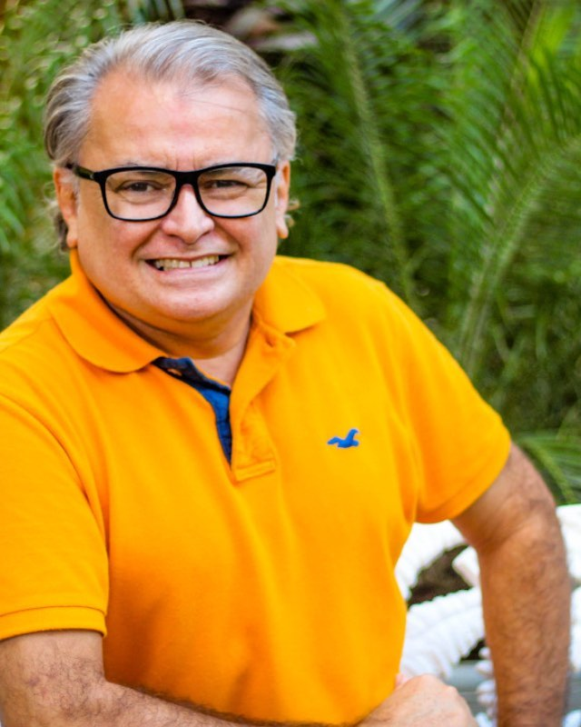 Carlos Maia na direção do bloco mais irreverente e animado do Carnaval de Pirangi
